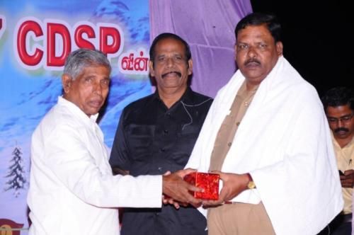Honoured-our-Chief-Guset-DSP-Mr.-Rajendran-by-our-Pas.-Yesudasan